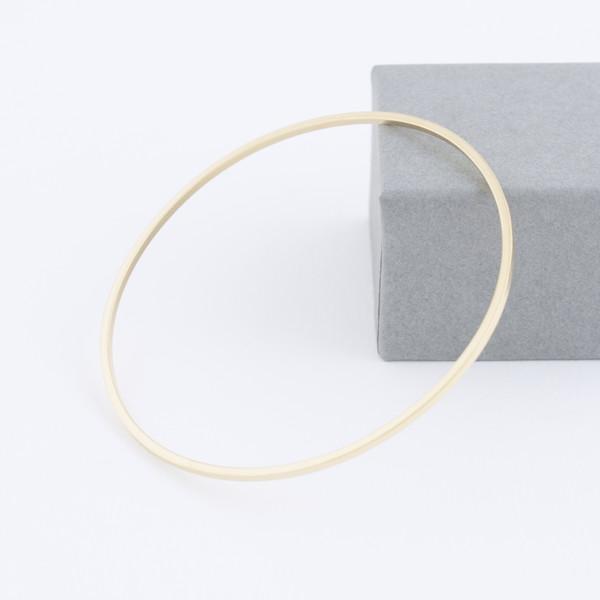 minimal gold bangle