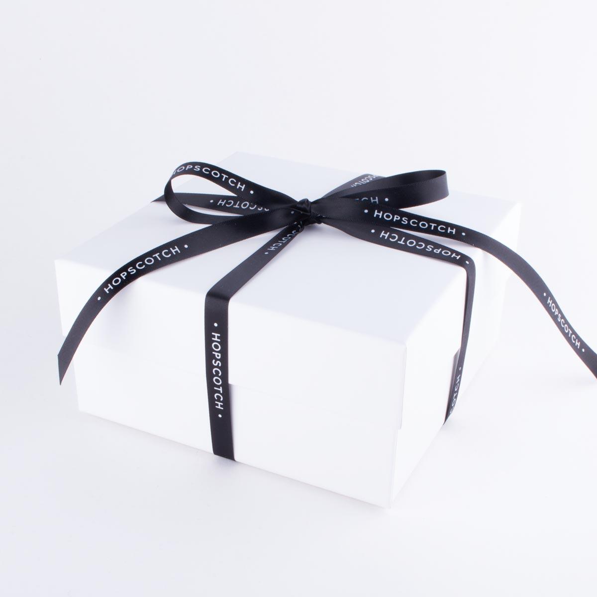 hopscotch_gift-box-ribbon