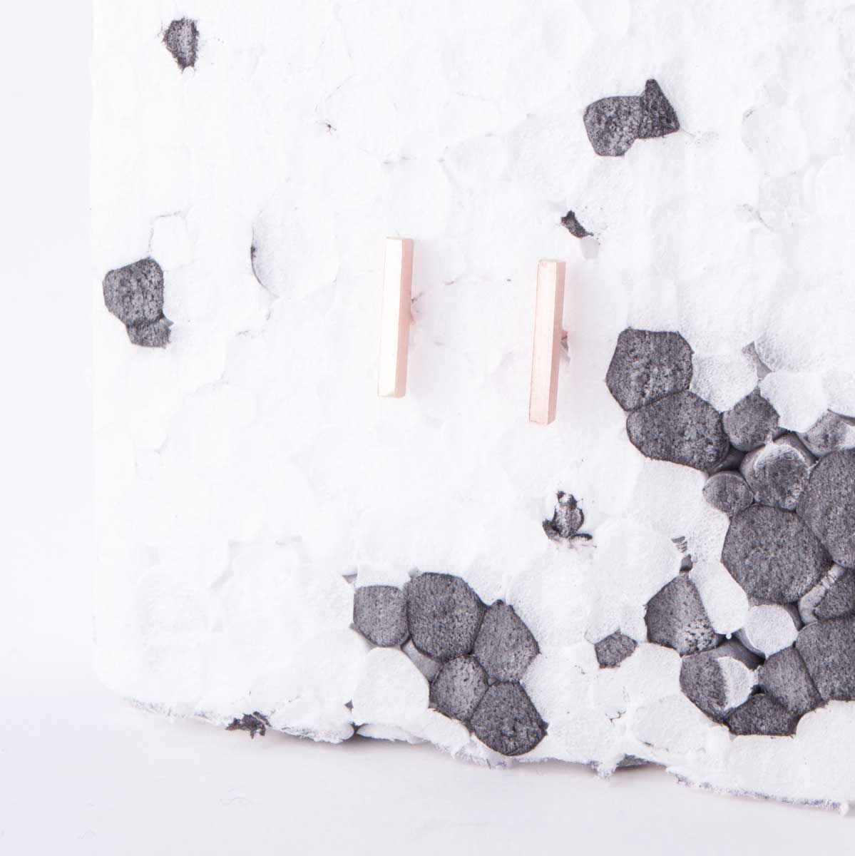 rg-rose-gold-bar_earrings_alt